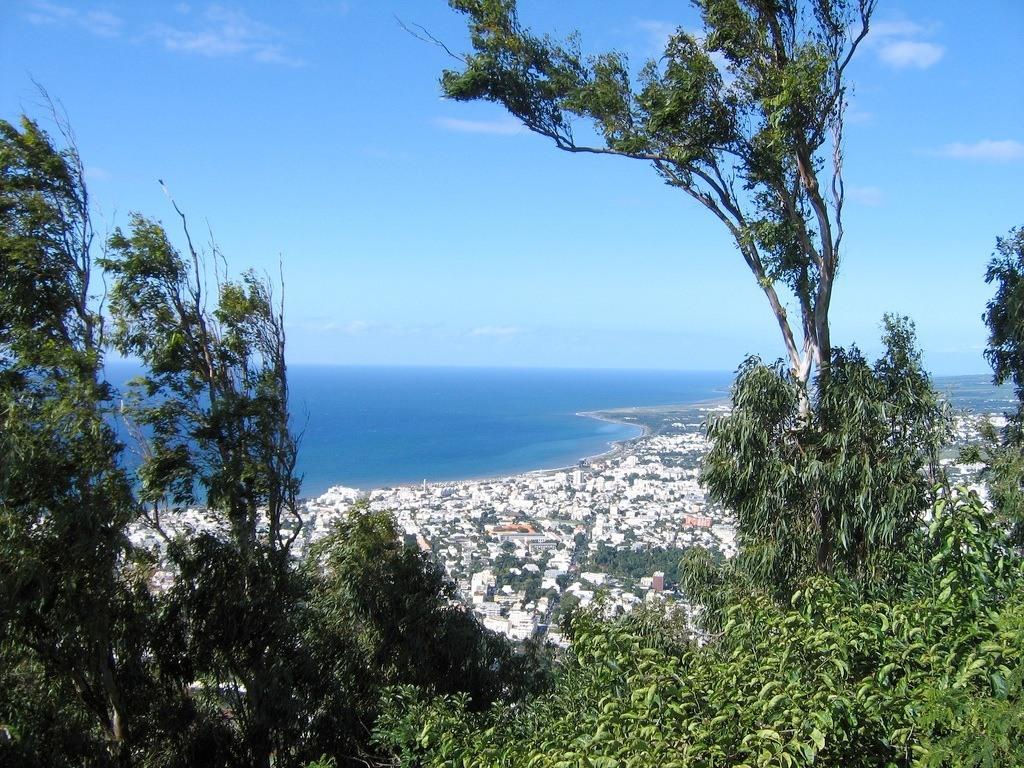 Sainte Clotilde (quartier de Saint-Denis) possède des prix au m2 intéressants à La Réunion.